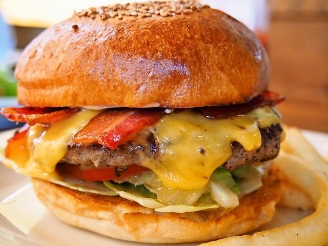ハンバーガー 700円